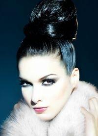 ... gaya rambut berdasarkan mereka tidak akan keluar dari fesyen  keriting  yang indah diatur 0cf834cc99