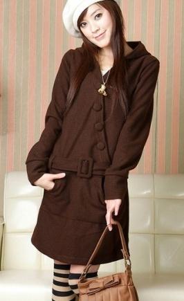 05911bbdf8c Kombinace barev v ženském oblečení. Kávové šaty