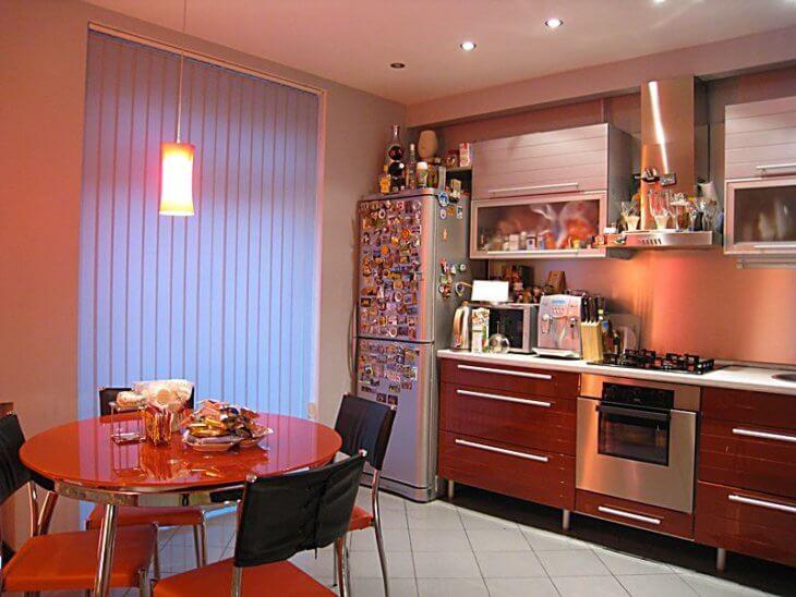 Bitirme mutfakları: plastik paneller veya fayanslar